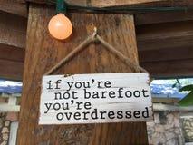 Overdressed com os pés descalços Fotos de Stock