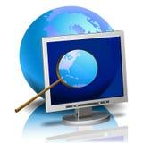 Overdrijvende lens en Internet computer Royalty-vrije Stock Afbeeldingen