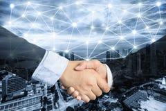 Overeenkomst of overeenkomsten bedrijfsconcept, handdruk dubbele blootstelling, c royalty-vrije stock afbeeldingen