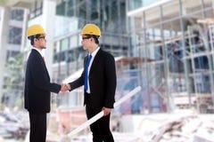 Overeenkomst van twee ingenieurs Royalty-vrije Stock Foto's