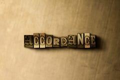 OVEREENSTEMMING - close-up van grungy wijnoogst gezet woord op metaalachtergrond stock illustratie