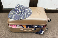 Overfilled suitcase Royalty Free Stock Images