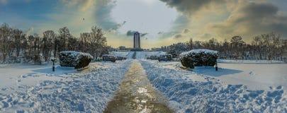 overfiltered艺术性的风景全景在从布加勒斯特的卡罗尔公园 免版税库存照片