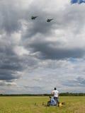 Overflight do avião militar Fotografia de Stock Royalty Free