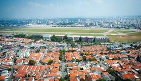 Overflight i flygplats för São Paulo Brazil helikoptercongonhas arkivbilder