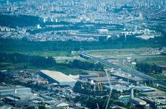 Overflight i flygplats för São Paulo Brazil helikoptercongonhas royaltyfri bild