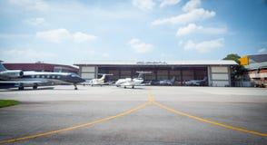 Overflight no aeroporto dos congonhas do helicóptero de São Paulo Brazil imagens de stock royalty free