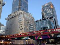 Overground em Canary Wharf, fim da tarde de Londres Foto de Stock