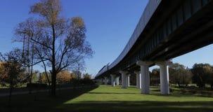 Overground metro nad park zbiory wideo