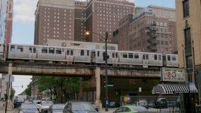 Overground metro 11, 2019 tropi w ulicach Chicago, CHICAGO STANY ZJEDNOCZONE, CZERWIEC -, - zdjęcie wideo