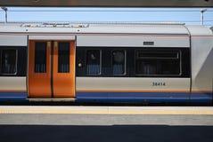 Overground pociąg w Hackney obraz stock