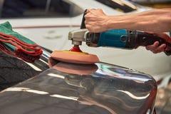 Overhandigt Oppoetsende Auto met Roterend Autopoetsmiddel stock afbeeldingen