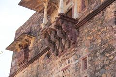 Overhanging αρχιτεκτονική μπαλκονιών του οχυρού Ranthambore Στοκ φωτογραφίες με δικαίωμα ελεύθερης χρήσης