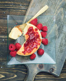 Overhead make of cheesecake with jam on wooden table Royalty Free Stock Images