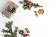 OVERHEAD RUSTIC HOMEMADE PRESENT BOX. CHRISTMAS ORNAMENTS ON WHITE BACKGROUND. MERRY CHRISTMAS. DECORATIVE ELEMENTS OVERHEAD PHOTO. BEAUTYFUL ORNAMENT TOOLS stock image
