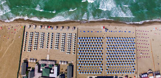 Overhead view of Beach Umbrellas on a beautiful Sandy Beach Royalty Free Stock Images