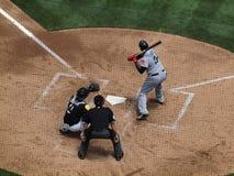 Overheadkosten van Rode Sox hitter David Ortiz tot knuppel met Kurt Suzuki Catching en scheidsrechter royalty-vrije stock foto