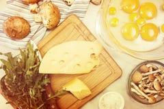 Overheadkosten van vegeterian het dieetmaaltijd van ingrediëntenfrittata quishe b.v. Royalty-vrije Stock Fotografie