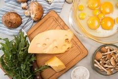 Overheadkosten van vegeterian het dieetmaaltijd van ingrediëntenfrittata quishe b.v. Stock Fotografie