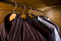 Overhemd in de garderobe Royalty-vrije Stock Afbeelding