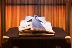 Overhemd en Koffer Stock Fotografie