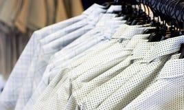 Overhemden voor verkoop royalty-vrije stock fotografie