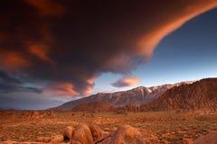 overklig solnedgång Arkivfoto