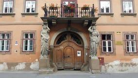 Overladen antieke deur stock foto