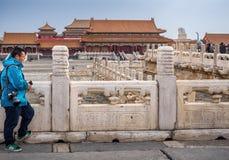 Overladen balustrades en open binnenplaats rond de Zaal van Opperste Harmony Taihedian Royalty-vrije Stock Afbeelding