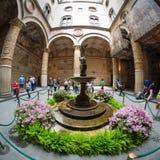 Overladen binnenplaats in Palazzo Vecchio in Florence Royalty-vrije Stock Foto