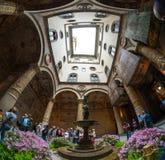 Overladen binnenplaats van Renaissance in Palazzo Vecchio in Floren Royalty-vrije Stock Afbeeldingen