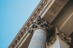 Overladen detail op de kolommen van de Franse Koepel in Gendarmenmarkt royalty-vrije stock foto's