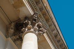 Overladen detail op de kolommen van de Franse Koepel in Gendarmenmarkt royalty-vrije stock foto