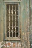 Overladen deur met schilverf en graffiti. Royalty-vrije Stock Foto