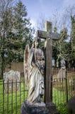 Overladen Grafsteen van een Engel Stock Foto