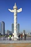 Overladen monument, Xinghai Vierkant, Dalian, China Stock Foto
