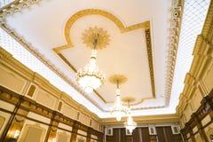 Overladen paleisplafond stock fotografie