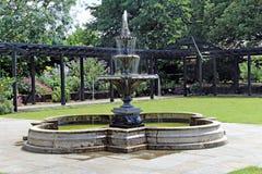 overladen tiered fontein Stock Foto's