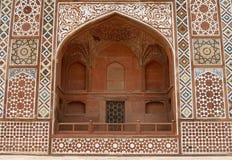 Overladen voorzijde van het Graf van Akbar. Agra, India Royalty-vrije Stock Foto