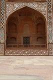Overladen voorzijde van het Graf van Akbar. Agra, India Royalty-vrije Stock Fotografie