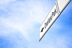 Πινακίδα που δείχνει προς το Overland Park στοκ φωτογραφία