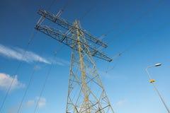 overland ström för elektrisk mast Royaltyfri Fotografi