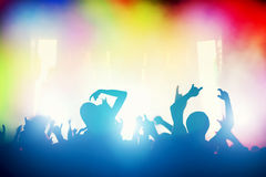 Overleg, discopartij Mensen die pret in nachtclub hebben Stock Foto