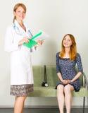 Overleg in een kliniek Stock Foto