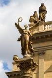 Overleg en galerij die Rudolfinum in Praag, Tsjechische Republiek bouwen stock foto's