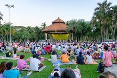 Overleg in het park door de Symfonieorkest van Bangkok bij Lumpini-pari stock fotografie