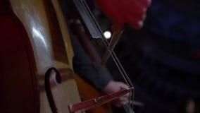 Overleg van het orkest op het stadium van het operahuis stock videobeelden
