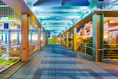 Overpass γεφυρών για πεζούς που οδηγεί στη Ταϊπέι 101 τη λεωφόρο Στοκ εικόνες με δικαίωμα ελεύθερης χρήσης
