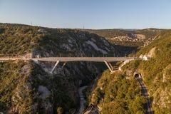 Overpass στους λόφους Στοκ εικόνα με δικαίωμα ελεύθερης χρήσης