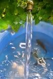 Overpeinzing van lopend water Royalty-vrije Stock Foto's
